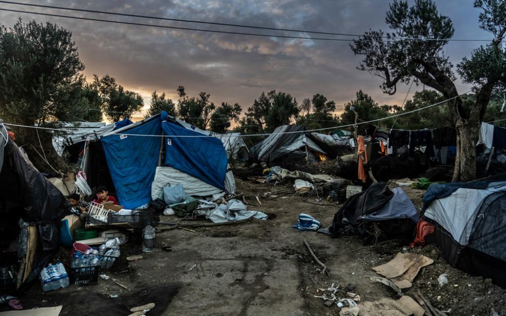 Auf Lesbos leben über 5.000 Flüchtende unter menschenunwürdigen Bedingungen  – und die EU schaut weg - EDITION F