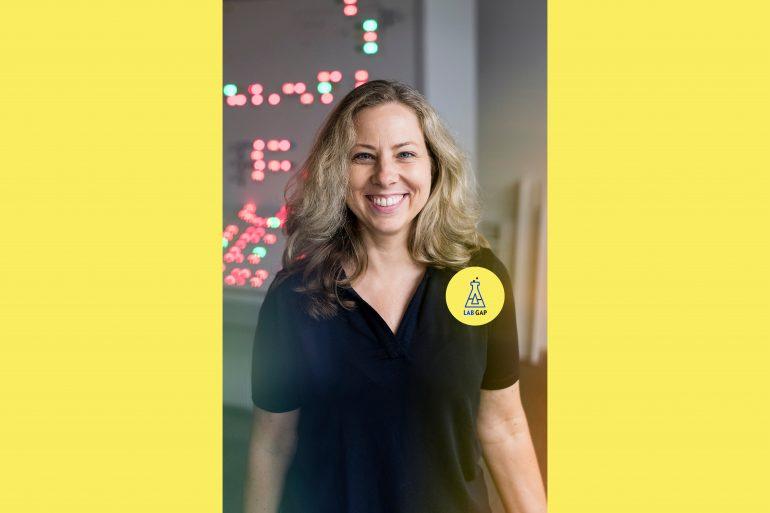 Anja Frank, eine der Top 25 Ingenieurinnen, blickt lächeln in die Kamera.